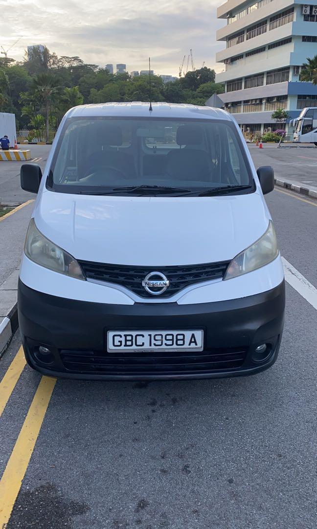 Nissan Nv 200  4 open window
