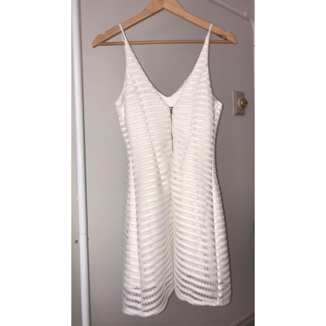 White Lace Detail Fitted Summer Dress with V Neck - size 6 (fits more like a size 8 though)