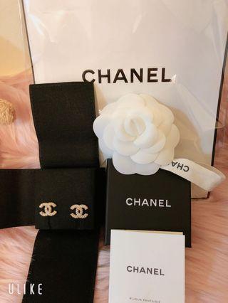 📌📌📌  全新 CHANEL 香奈兒 經典雙C LOGO 大小珍珠鑲嵌穿式耳環