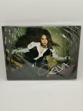 蕭亞軒Elva Super Girl 愛無畏 正式版  雙簽名版 封面, 歌詞本有簽名