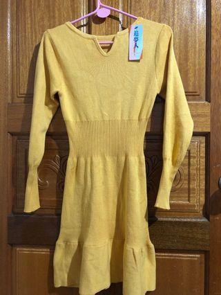 鵝黃色舒服連身洋裝