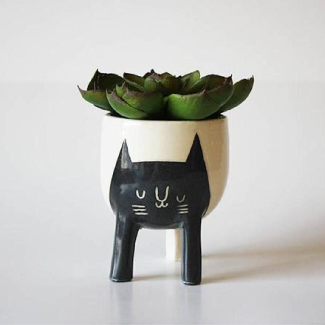 Beardbangs Small Three-Legged Planter - Black Cat on White