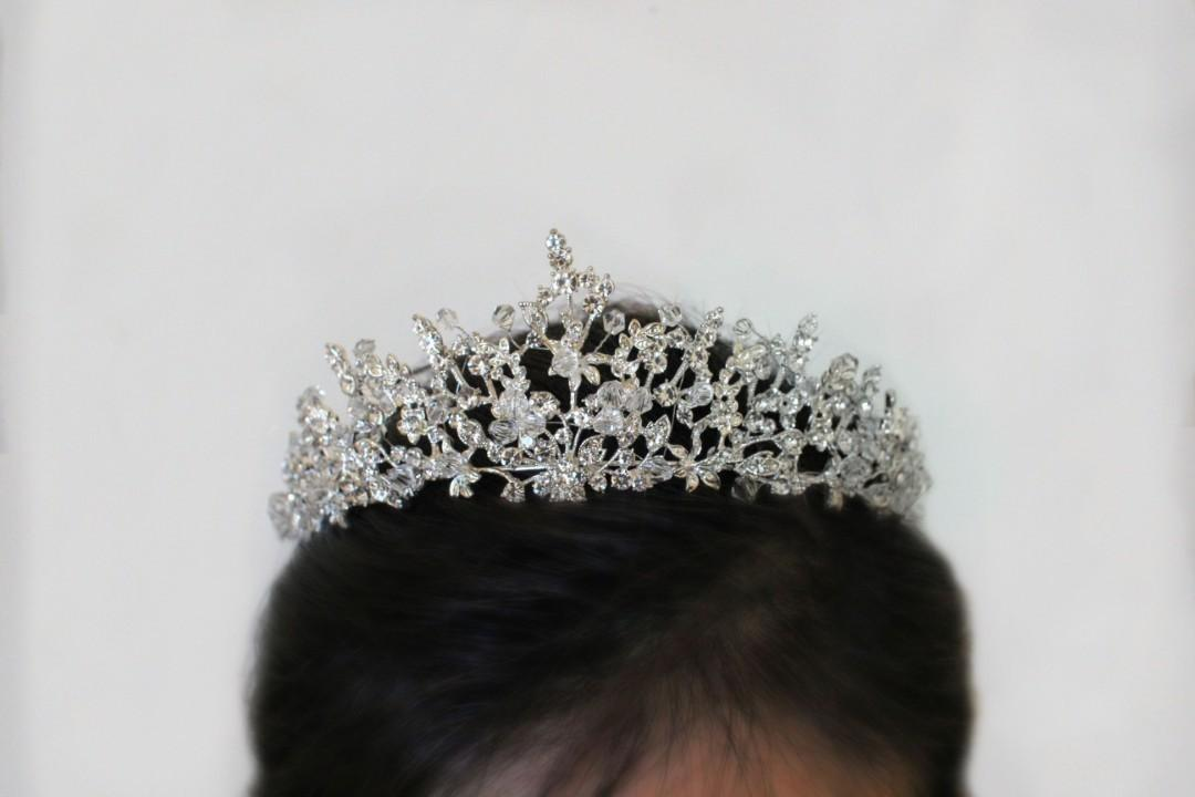 Modern/Chic Tiara + Elegant necklace and earrings set
