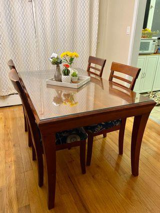 Dining table / chairs set
