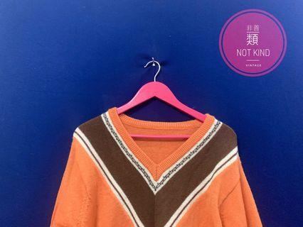 暖橘大V領細針毛衣