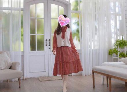 麻花針織木質鈕扣背心&花花洋裝  真兩件套組