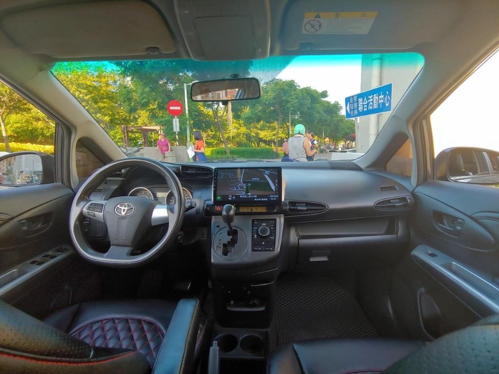 是甚麼車介於休旅車 掀背車 旅行車之間 又實用到靠北? 2013 TOYOTA WISH 七人座  就是這個價錢