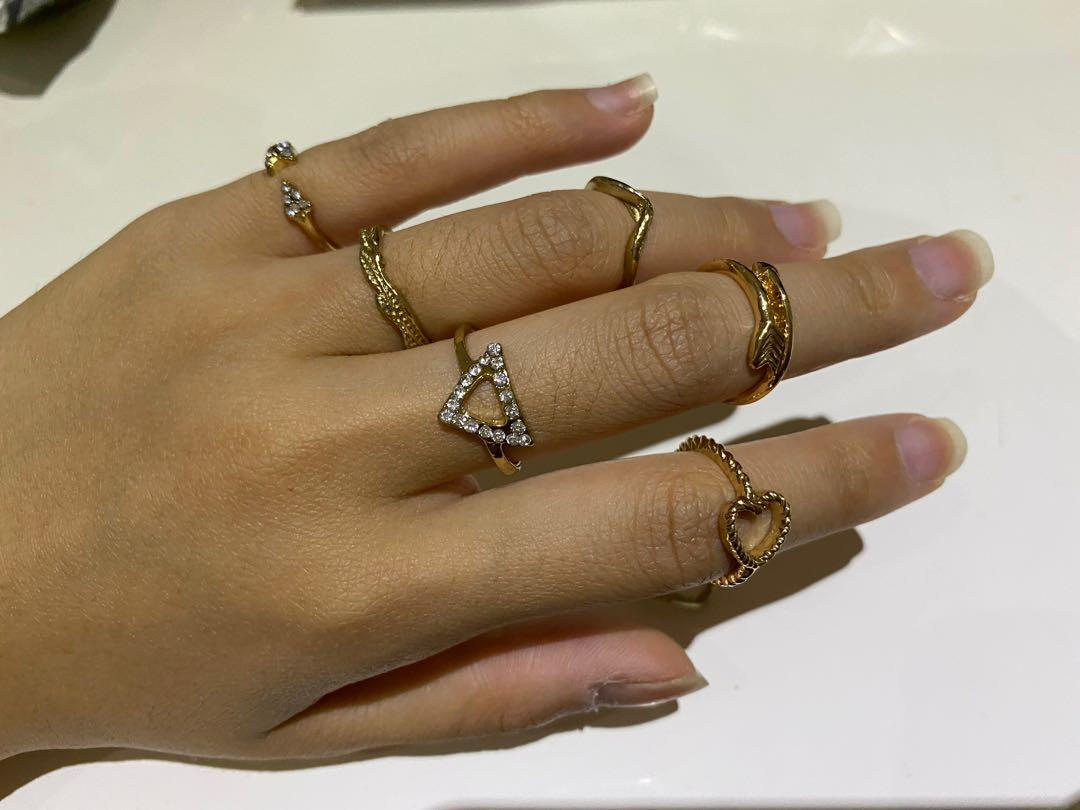 Assortment of 7 individual gold rings with different sizes