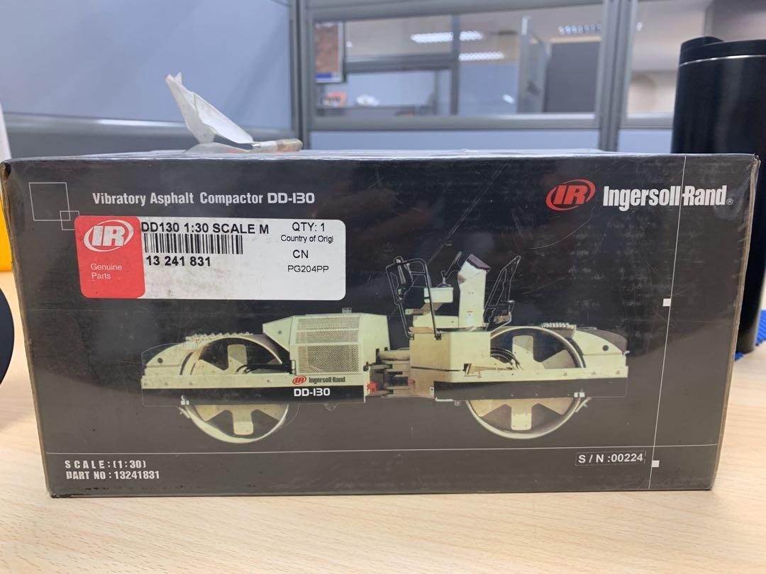Ingersoll-Rand asphalt compactor - scale model - 1:30