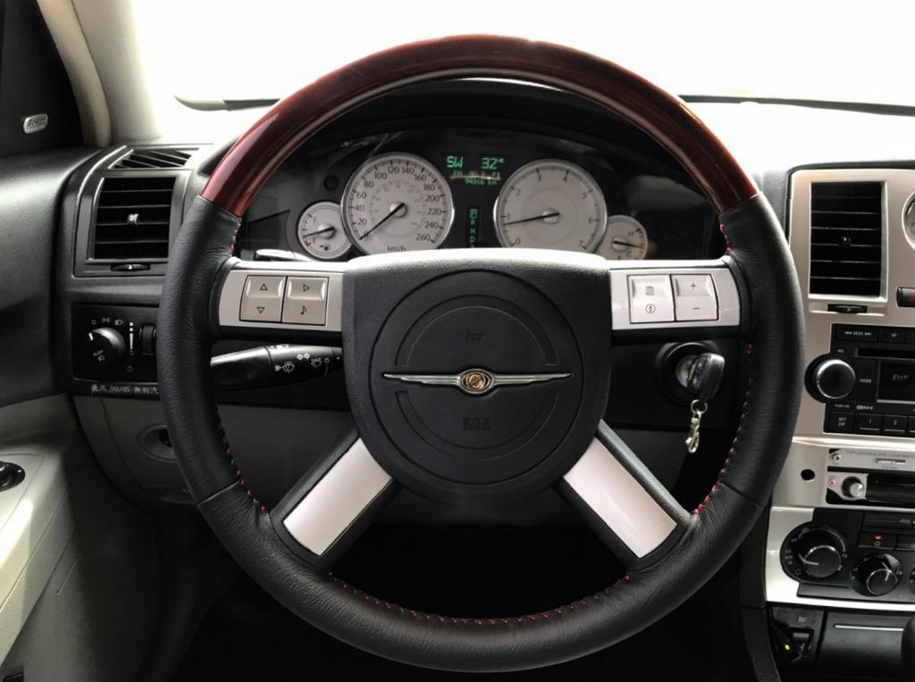 實車實價【2年5萬公里保固】2006 克萊斯勒 300C 2.7 省稅金/天窗/定速/恆溫/電動椅/HID 全配備 全貸