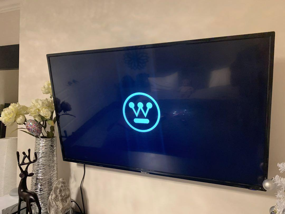 "32"" Westinghouse Smart TV (comes with tv stand, remote, Netflix & Youtube)"