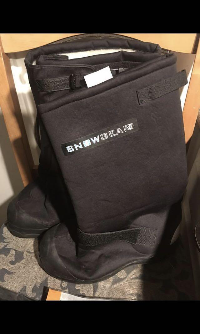 SnowGear Insulated Nylon OverShoes Winter Boots Size 9 And Due North All Purpose Ice And Snow Traction Aids Large