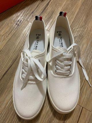 富發牌小白鞋全新23.5號