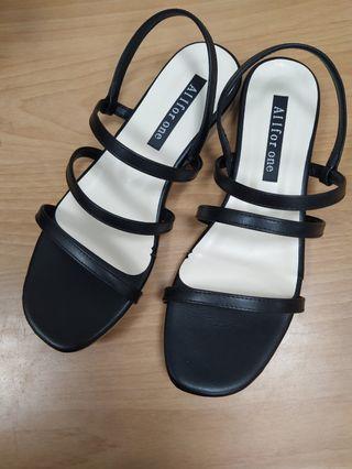全新  一字涼鞋