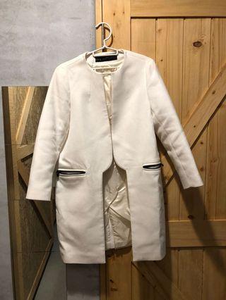 Zara 全白還是米色 我不清楚 大衣