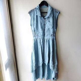日本品牌laguna Moon水藍色蕾絲材質拼接無袖開扣前短後長飄逸長版背心連身洋裝