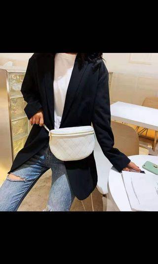 白色菱格皮腰包