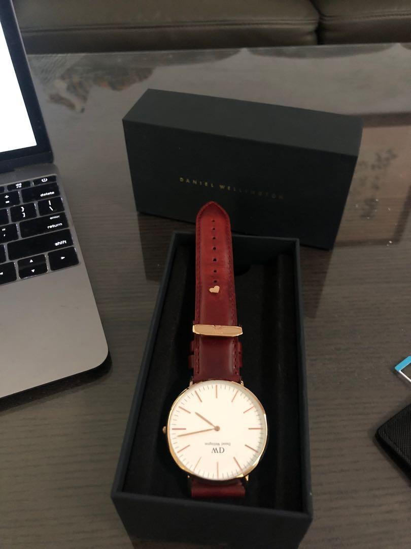 Daniel Wellington classic 40mm limited edition red leather
