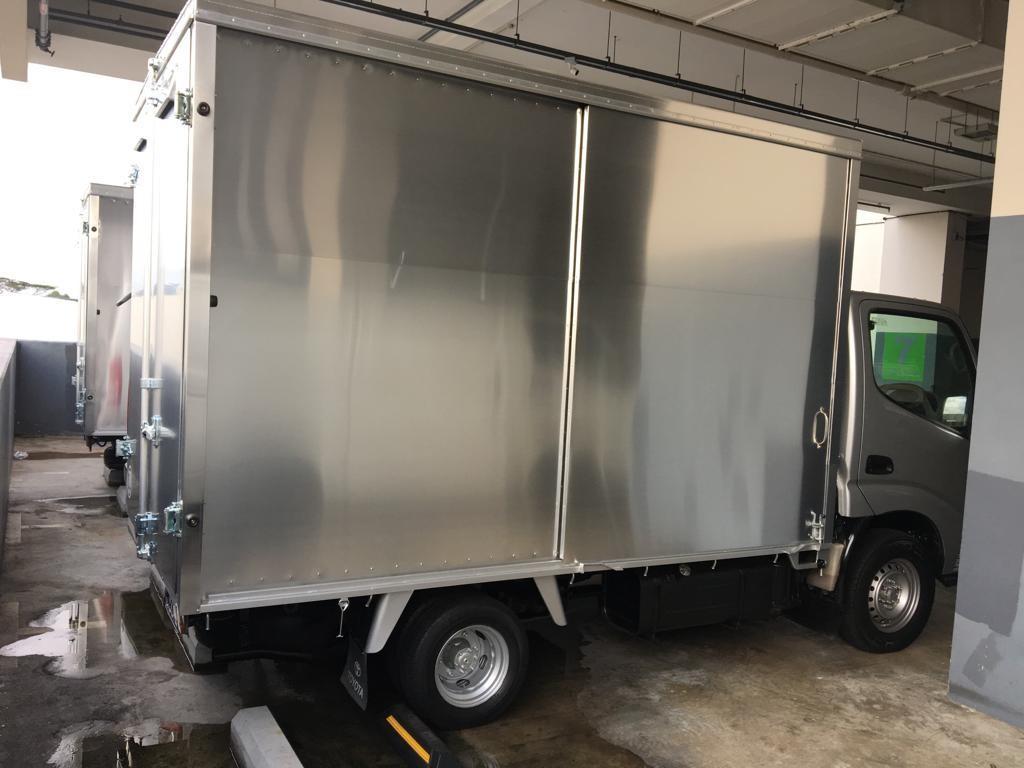 Toyota dyna 10ft box