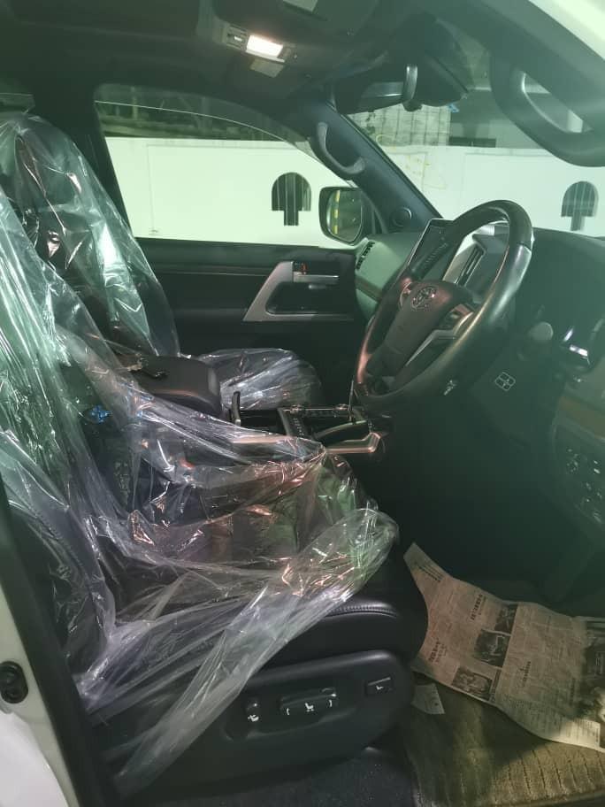 Toyota Land Cruiser 4.6 V8 ZX Japan Unregistered 2016