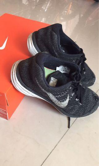 Nike.   編織鞋👟!