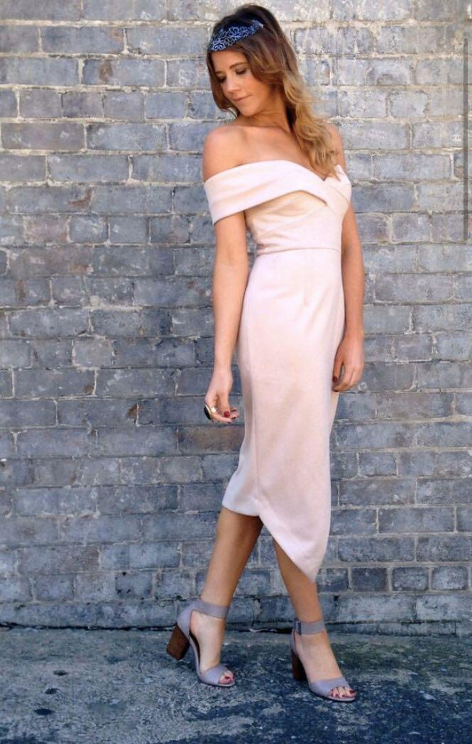 Sheike Juliet Dress in Nude - Fitted Off shoulder design - New with Tags - Size 10