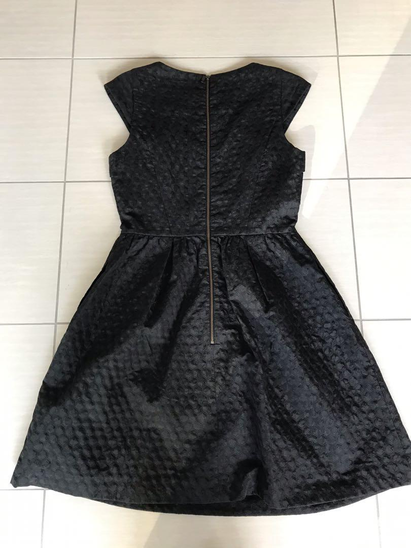 XMAS SPECIAL 🎄 Cue Black pebbled dress size 10 w/ pockets!
