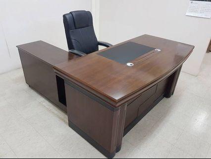 主管桌176*85公分含側桌