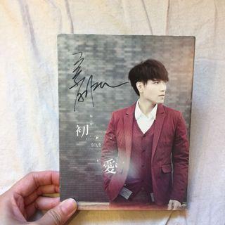 楊宗緯 Asia Yang初愛專輯親筆簽名CD+DVD+明信片