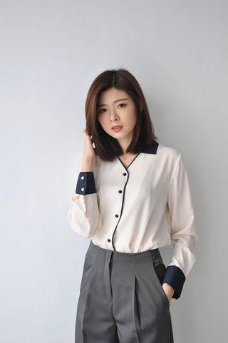 便宜轉賣Zheng Alley正韓拼色小湯圓釦V領襯衫(白)原價$1780(不議價)