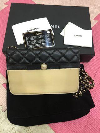 Chanel限量珍珠羊皮雙色woc斜背手拿包