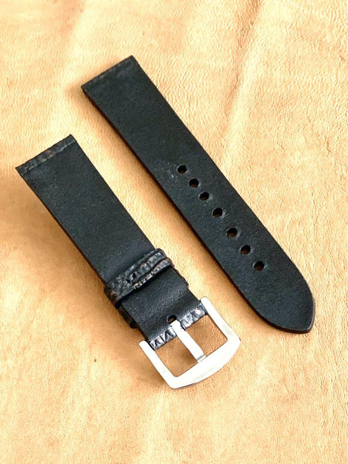 22mm/20mm Black with Burgundy Brown Shark Leather Watch Strap 22mm@lug/20mm@buckle  (second and last piece, once sold, not coming back again 🙏🏻😊)     Standard length:L-120mm,S-75mm