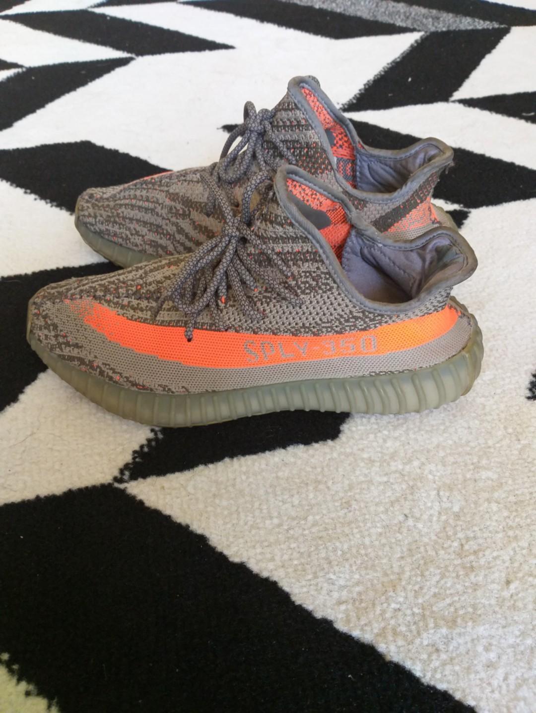 Sepatu adidas yeezy Boost 350 v2 Beluga
