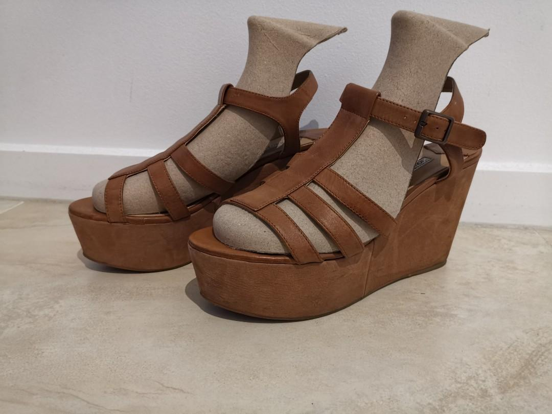 TONY BIANCO Tan Leather Platform Wedge Sandal - SIZE 8.5 (8 AND A HALF)
