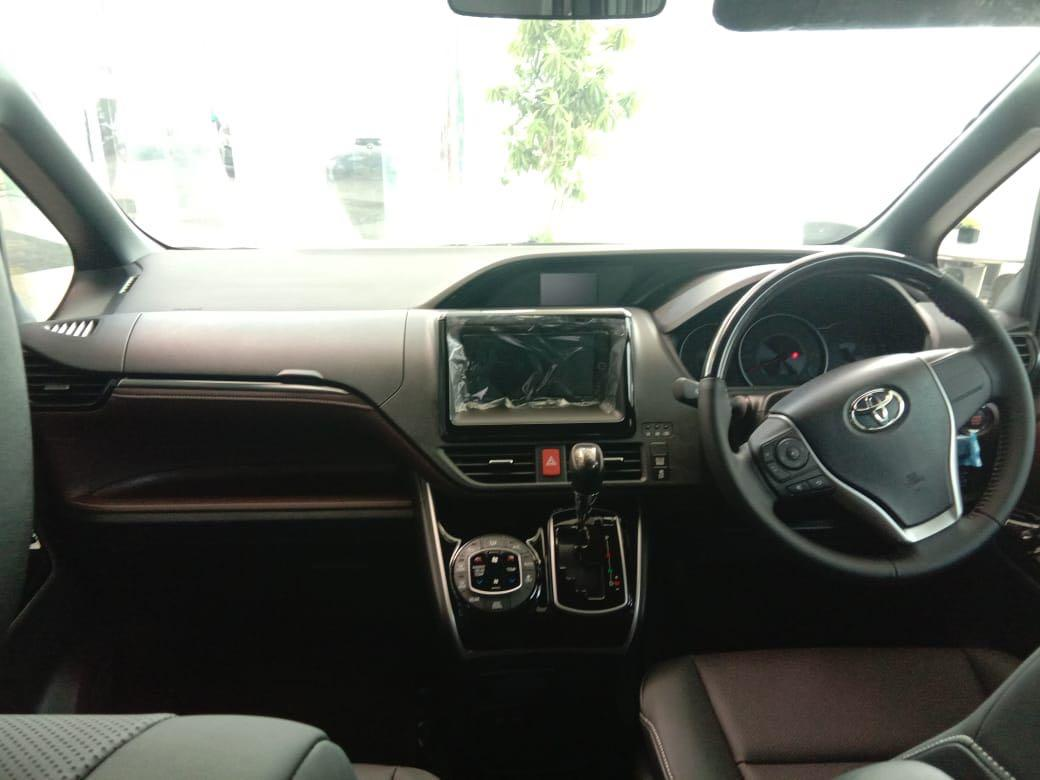 Toyota Voxy 2.0 AT 2019 Best Seller Best Price in Town