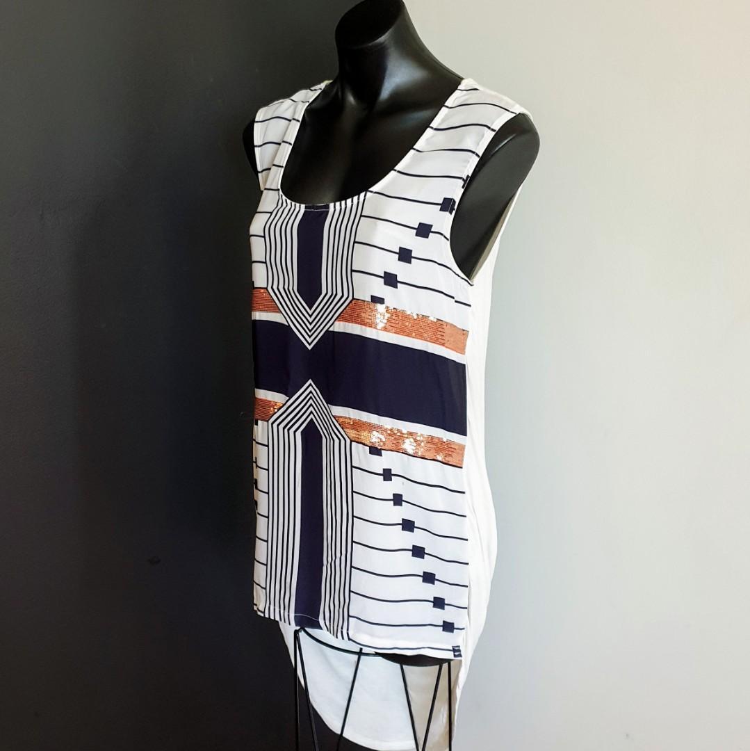 Women's size 12 'CAROLINE MORGAN' Gorgeous black white tunic style top - AS NEW