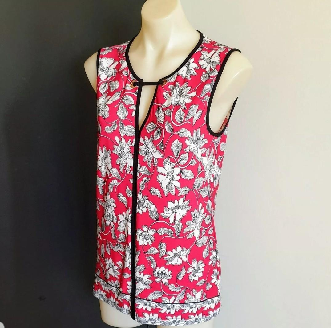 Women's size M 'JACQUI E' Gorgeous scarlet red floral print top with black trim - AS NEW