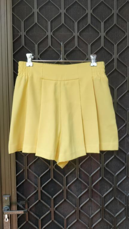 ZARA Shorts Sunshine Yellow Pleated Scrunch Waist Mango Free People Kookai