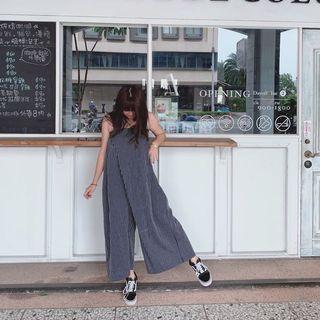 現貨 韓國 個性少女 寬鬆顯瘦 吊帶褲 設計師剪裁 寬褲高腰 休閒連身褲