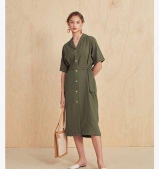 Meier q 細直紋俐落綁帶洋裝(灰綠)