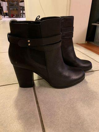 Black booties WITH TAGS size 9 Alfred sung