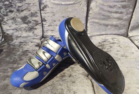 Roadbike cleat shoe/ size 42/ All new