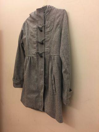 Lativ 牛角扣灰色大衣