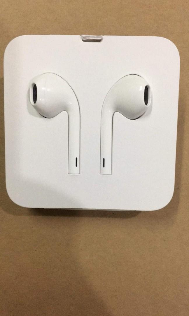 Apple Headset with lightning. Original Stock from box. Purchased in Power Mac Center