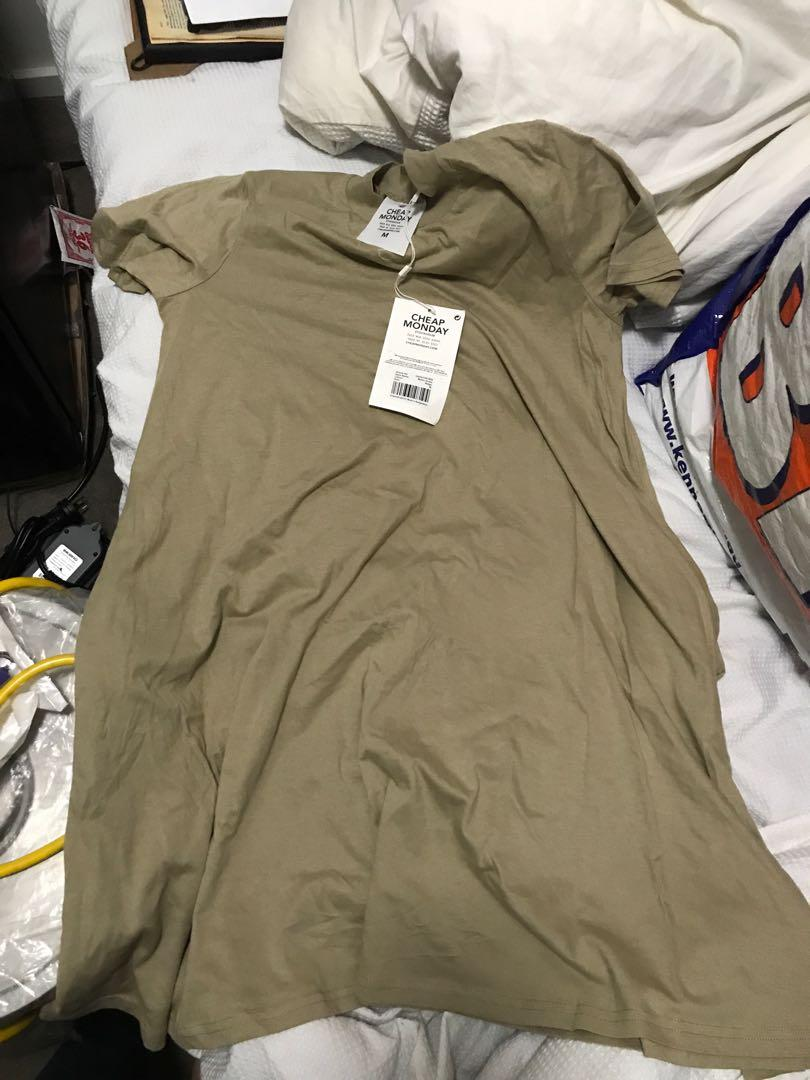 BNWT cheap Monday T-shirt dress relaxed fit brown tan beige