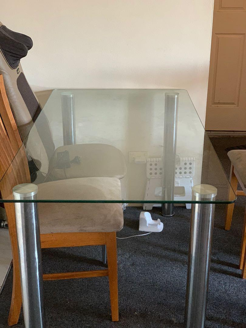Glass dinning table with 4 wooden chairs in great condition