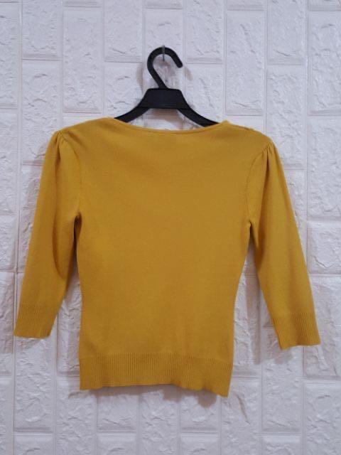 iR00芥苿黄色v字上衣
