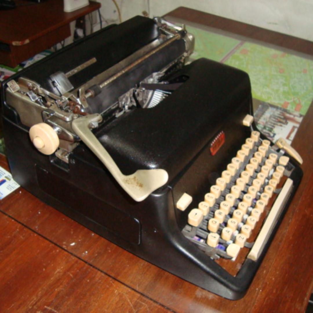 Royal Typewriter Wall Clock Imperial Coin Bank Mahjong Set