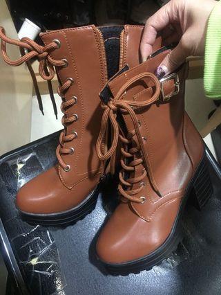 棕色綁帶側邊拉鍊粗跟鞋