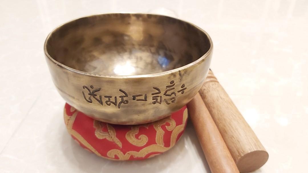 """滿月缽""""Om""""訂制""""Om"""" singing bowl"""